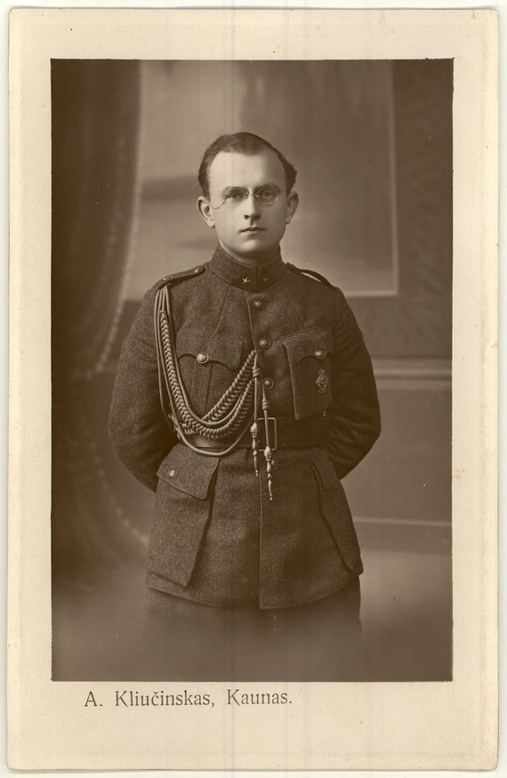 Panevėžio apskrities viešosios bibliotekos rankraštyno nuotr./Leitenantas Vincas Jonuška – Aukštųjų karininkų kursų klausytojas. 1922 m