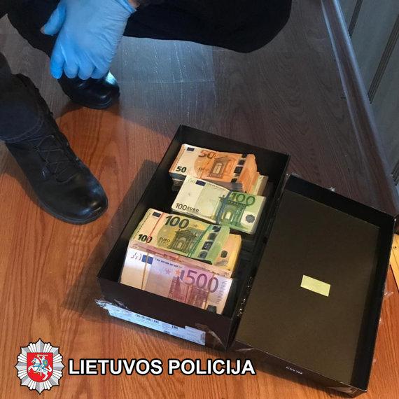 Kaunas apskrities VPK nuotr./Eurai batų dėžutėje