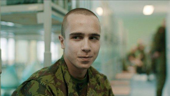 """Kadras iš filmo/Šauktinis savanoris (kadras iš N.Medutytės filmo """"Siena – tarp Rytų ir Vakarų"""")"""