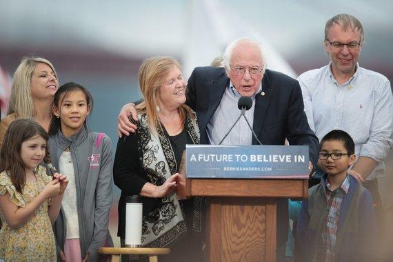 """AFP/""""Scanpix"""" nuotr./Bernie Sandersas ir jo rinkėjai"""