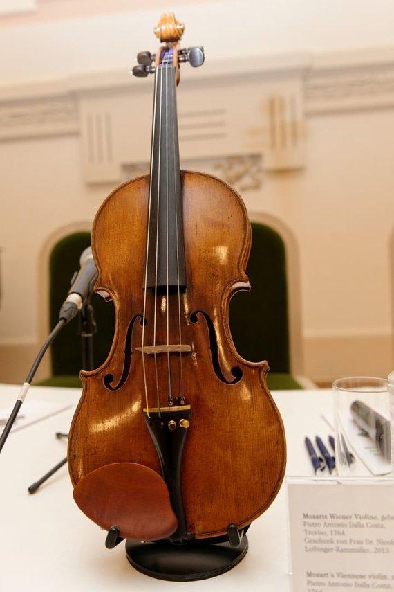 Martyno Aleksos nuotr./Pirmą kartą Lietuvoje pristatomas autentiškas V. A. Mozarto smuikas