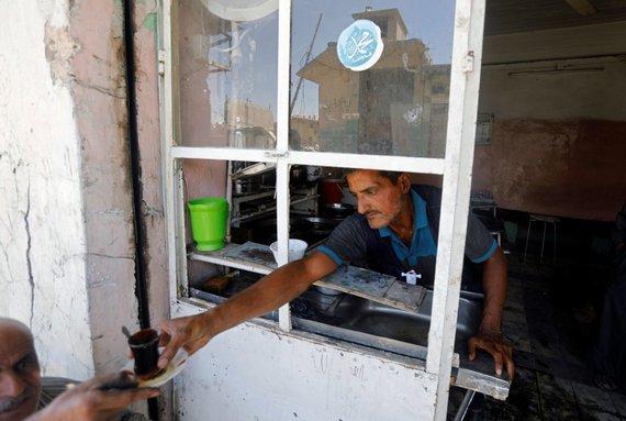 """""""Reuters""""/""""Scanpix"""" nuotr./Irakiečiai grįžta į sugriautą Mosulą"""
