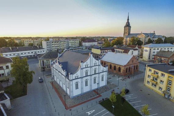 """""""Baltosios"""" ir """"Raudonosios"""" sinagogų kompleksas Joniškyje"""