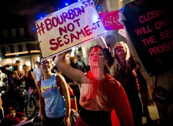 """AFP/""""Scanpix"""" nuotr./Naujajame Orleane striptizo šokėjos protestavo prieš klubų uždarymą"""
