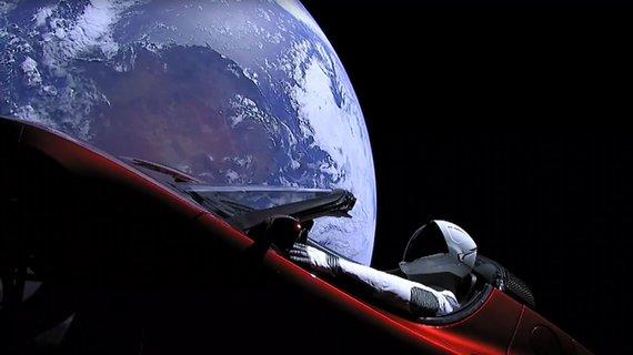 """AFP/""""Scanpix"""" nuotr./""""SpaceX"""" sėkmingai paleido galingiausią pasaulyje raketą"""