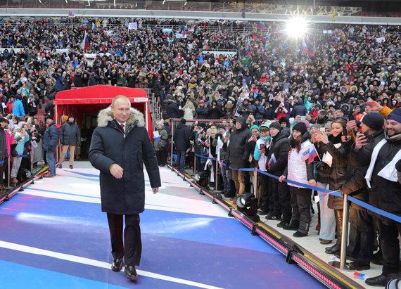 """""""Reuters""""/""""Scanpix"""" nuotr./V.Putinas kreipėsi į dešimtis tūkstančių gerbėjų Maskvos Lužnikų stadione"""