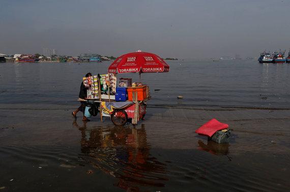 """Reuters""/""Scanpix"" nuotr./Dėl klimato šilimo kylantis vandens lygis Indonezijoje"