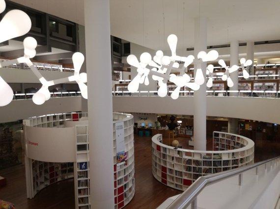 """Aušros Kaziliūnaitės nuotr./""""Centrale OBA"""" – didžiausia Amsterdamo biblioteka"""