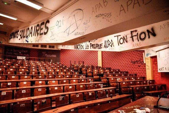 """AFP/""""Scanpix"""" nuotr./Prancūzijoje studentai blokuoja universitetus"""