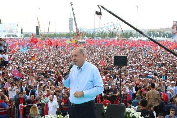 """AFP/""""Scanpix"""" nuotr./Daugiatūkstantinis Erdogano palaikymo mitingas Turkijoje"""