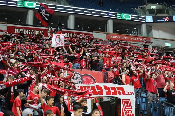 """FIBA nuotr./Jeruzalės """"Hapoel"""" sirgaliai"""