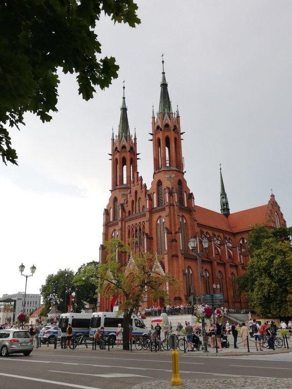 Aido Žiliuko nuotr. /Arkikatedra primena Vilniaus Šv. Onos bažnyčią
