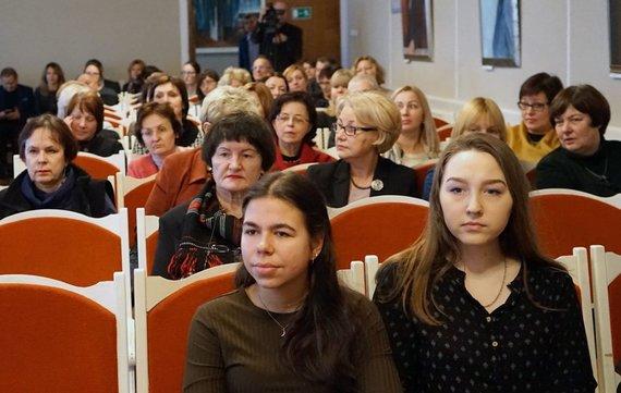 Projekto partnerio nuotr./Ministrės pasiklausyti susirinkusi Šiaulių bendruomenė