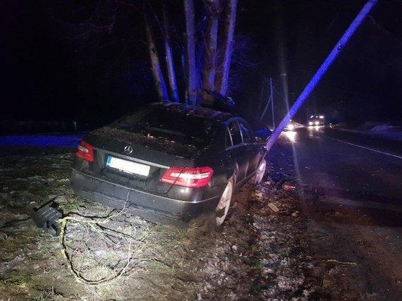 """Kauno apskrities VPK nuotr./""""Mercedes-Benz"""" avarija Biruliškių gatvėje Kaune"""