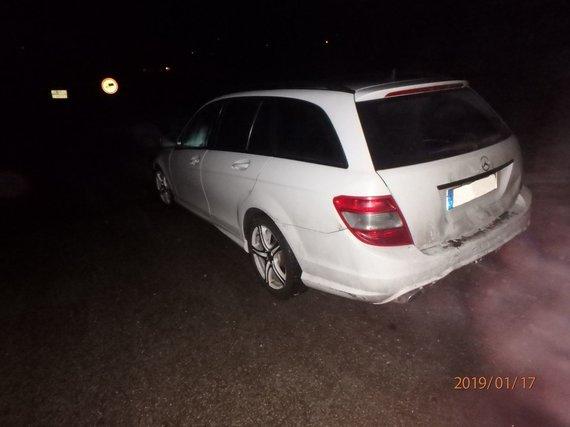 """Kauno apskrities policijos nuotr./Girto """"Opel"""" vairuotojo sukelta avarija Kauno rajone"""