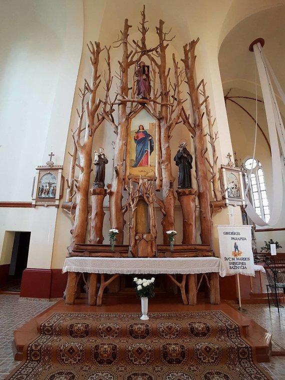 Rimos Norvilienės nuotr./Girdiškės bažnyčios ąžuolinis altorius