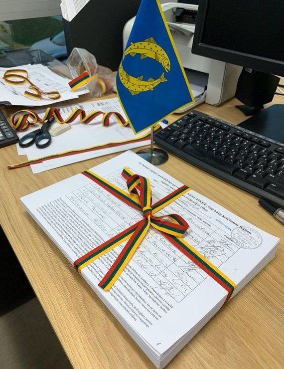 Kauno rajono savivaldybės nuotr./Karmėlavos gyventojų surinkti parašai