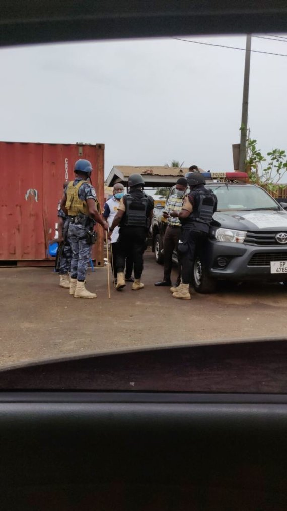 Andriaus nuotr./Patikros postai, važiuojant į Ganos oro uostą