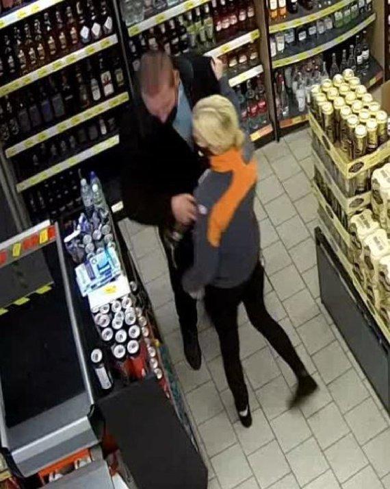 Kauno apskrities policijos nuotr./Alkoholio vagystės tyrime ieškomas šis žmogus