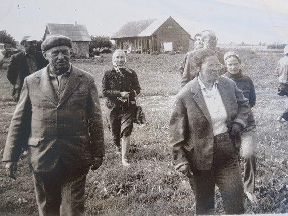 Viktorijos Jovarienės asmeninio albumo nuotr./Petras Vasinauskas, apsilankęs pas Viktoriją Jovarienę svečiuose