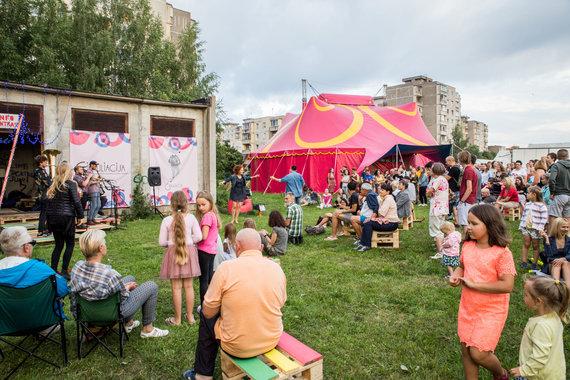 """Mariaus Vizbaro / 15min nuotr./Šiuolaikinio cirko festivalio """"Cirkuliacija"""": cirko miestelio atidarymas ir koncertas"""