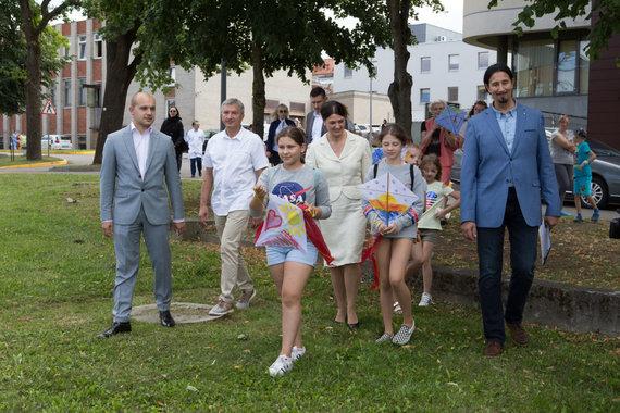 Mariaus Vizbaro / 15min nuotr./Diana Nausėdienė dalyvavo vaikų piešinių parodos atidaryme Kauno klinikų Vaikų ligų klinikose