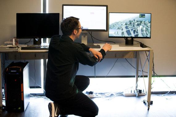 Mariaus Vizbaro / 15min nuotr./Virtualios realybės sprendimas gydyti aukščio baimę.