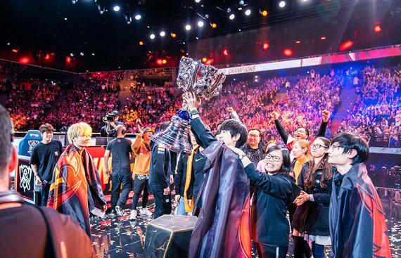 """""""Twitter"""" nuotr./""""FunPlus Phoenix"""" triumfas 2019-ųjų pasaulio čempionate"""