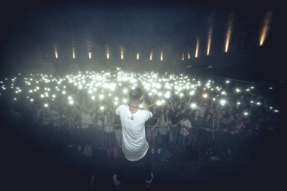 """Audriaus Dzimidavičiaus nuotr./Grupės """"8 kambarys"""" koncerto akimirka"""