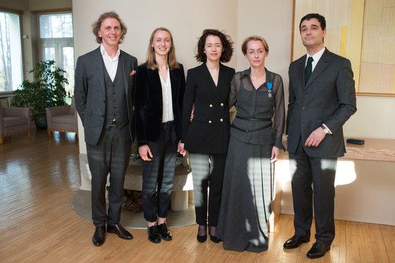 Vyginto Skaraičio nuotr./Rasa Starkus, Arūnas Starkus su dukromis Milda ir Gile, Prancūzijos ambasadorius Lietuvoje Philippe'as Jeantaudas