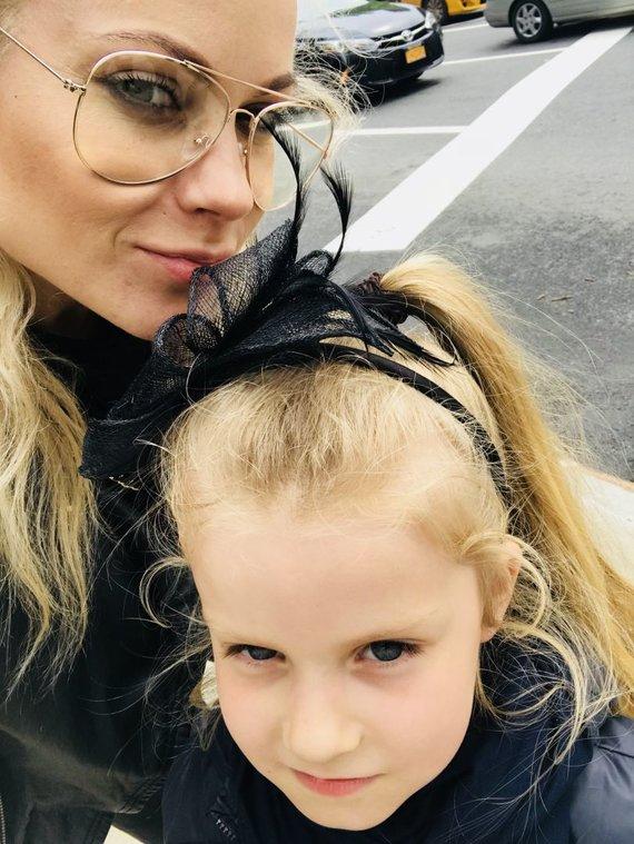 Asmeninio albumo nuotr./Nijolė Pareigytė su dukra