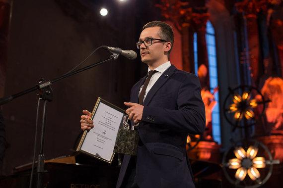 Asmeninio albumo nuotr./Saulius Lukoševičius atsiima geriausio operatoriaus apdovanojimą