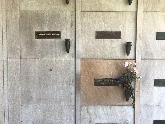 Vida Press nuotr./Hugh Hernerio kripta – šalia Marilyn Monroe