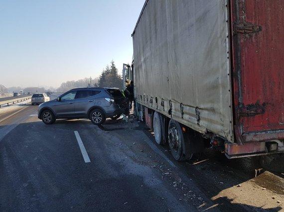 Asmeninio albumo nuotr./Artūro Orlausko vairuojamas automobilis pateko į avariją