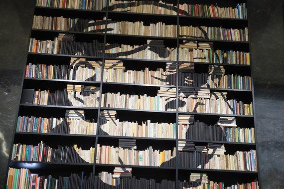 """Alfredo Pliadžio nuotr. /Jolitos Vaitkutės instaliacija """"Pabudę iš knygų"""""""