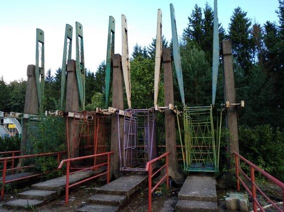 Ugniaus Antanavičiaus nuotr./Sūpynės Elektrėnų atrakcionų parke