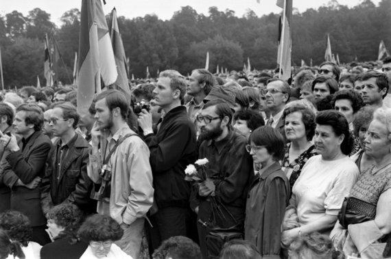 Vytauto Daraškevičiaus nuotr. /Kunigaikštis Vildaugas 1988 m. rugpjūčio 23 d. Sąjūdžio mitinge Vingio parke
