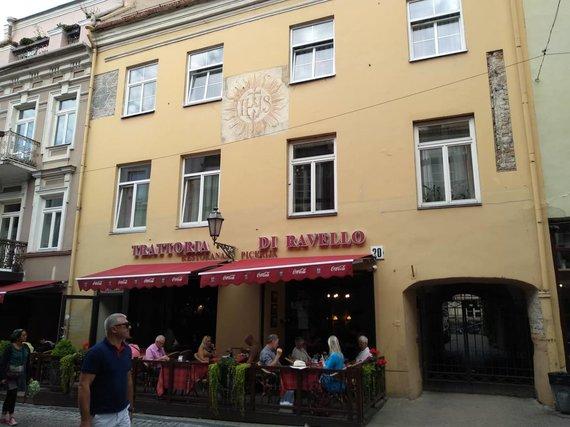"""Ugniaus Antanavičiaus nuotr./Pastatas Pilies gatvėje, kuriame buvo įsikūrusi pankų pamėgta kavinė """"Vaiva"""""""