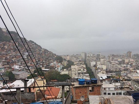 Ugniaus Antanavičiaus nuotr./Kairėje – favela, dešinėje – turistinis rajonas
