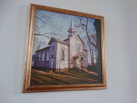 Wikipedia Commons nuotr./Pakalnių senosios bažnyčios nuotrauka, kabanti naujojoje bažnyčioje