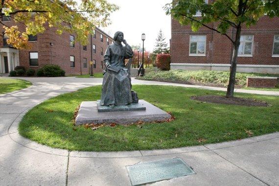 Wikipedia Commons nuotr./E.Blackwell paminklas Genevos koledže