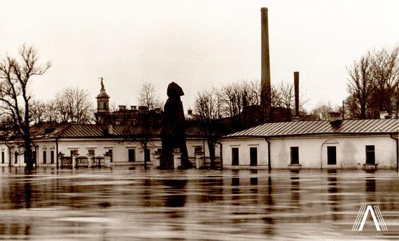 Fotografija iš www.archivesofculture.com /Adomo Mickevičiaus paminklas