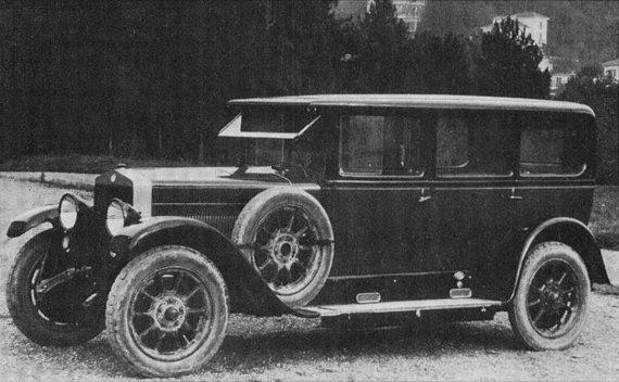 Wikipedia Commons nuotr./Fiat 519 A sedanas, kokiu buvo vežiojamas A.Smetona