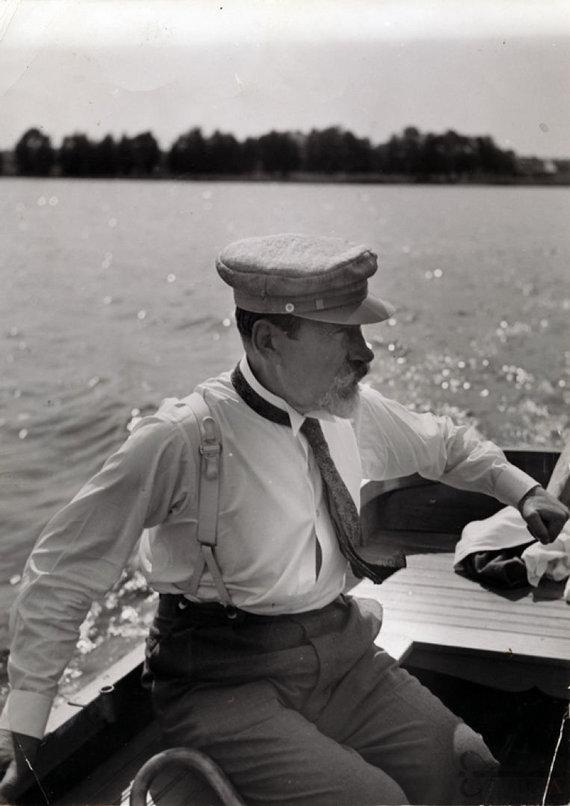 virtualios-parodos.archyvai.lt nuotr./Antanas Smetona plaukioja Lėno ežere