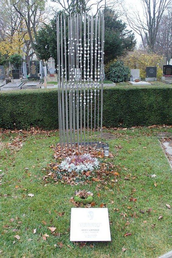 Wikimedia Commons nuotr./Atminimo monumentas H.Lamarr Vienos kapinėse