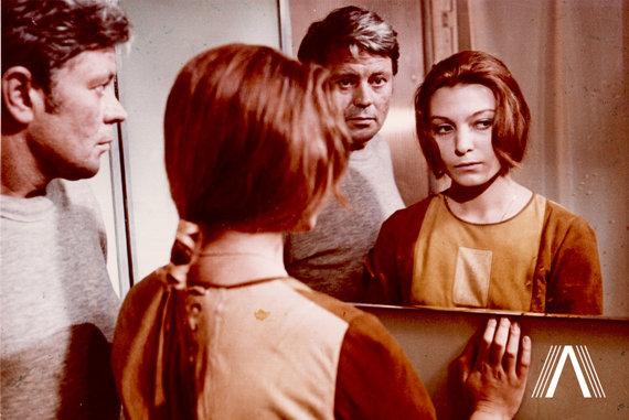 "archivesofculture.com nuotr./Donatas Banionis ir Natalija Bondarčiuk filme ""Soliaris"". 1971 m."