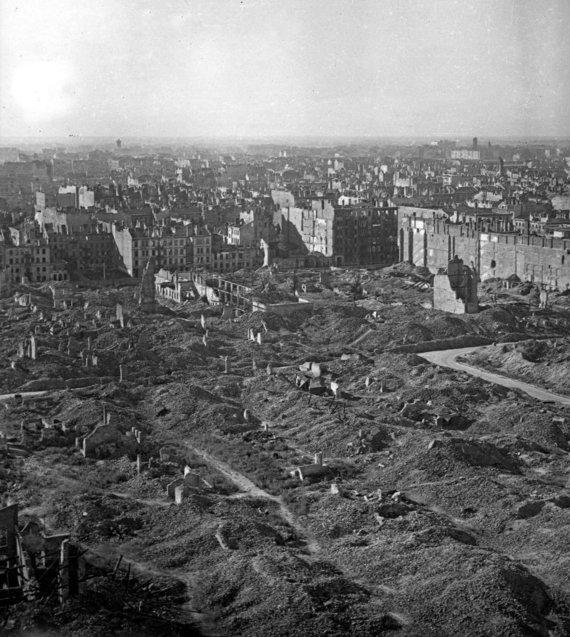 Vida Press nuotr./Sugriauta Varšuva po 1945 m. sukilimo
