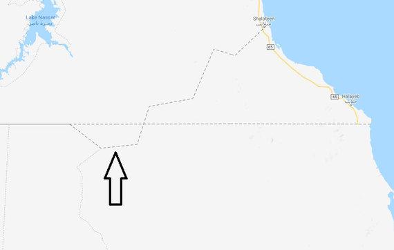Bir Tavilas Google Maps žemėlapyje, pažymėtas juoda rodykle; į šiaurės rytus nuo jo yra Halaibo trikampis