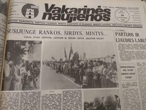 """Ugniaus Antanavičiaus nuotr./1989 m. rugpjūčio 24 d. """"Vakarinių naujienų"""" viršelis"""