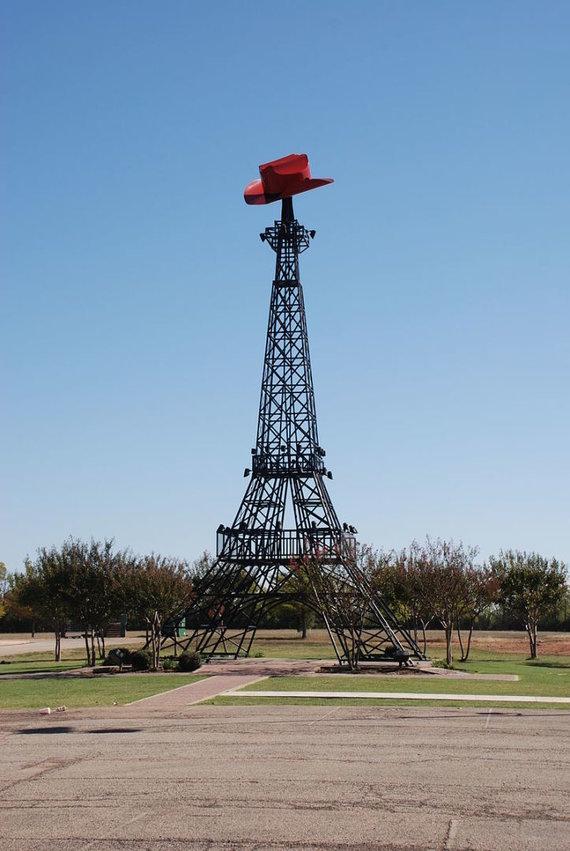 Wikimedia Commons nuotr./Eifelio bokštas Paryžiuje, kuris yra Teksase